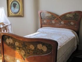 Дизайн кровати в стиле модерн