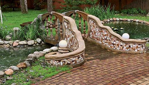 Садовый мостик из природного камня