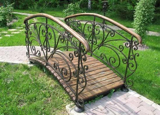 Металлический садовый мостик
