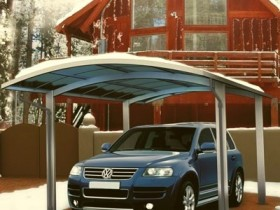 Effective protection for the car: garage and carport for villas with their hands