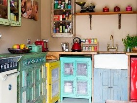 Антикварная цветная кухня