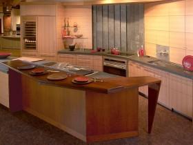 Идея оформления деревянной кухни