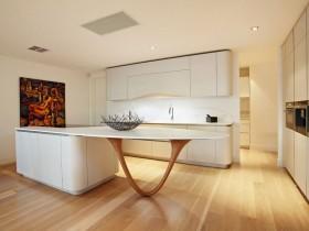 Оригинальный дизайн белой кухни