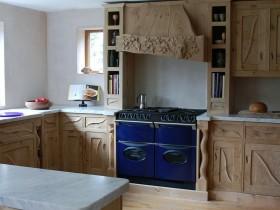Деревянная кухня ручной работы