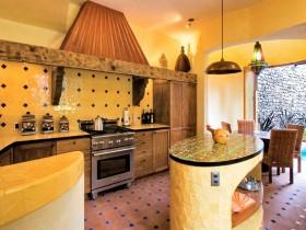Дизайнерская кухня в частном доме