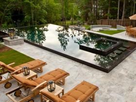 Дызайн адкрытага басейна з чорнай чарай