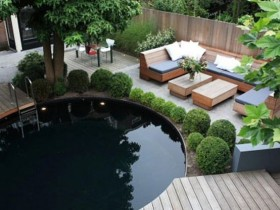 Round pool with black bowl