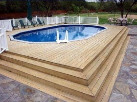 Овальный бассейн на даче