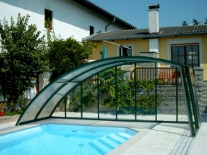 Effective protection of the pool – the pavilion is made of polycarbonate with their hands