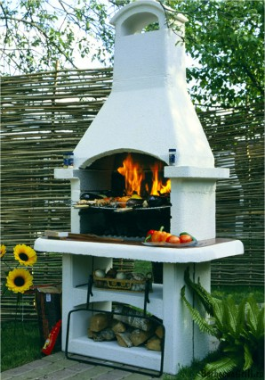 BBQ oven made of bricks with his hands: benefits and differences from the outdoor fireplace