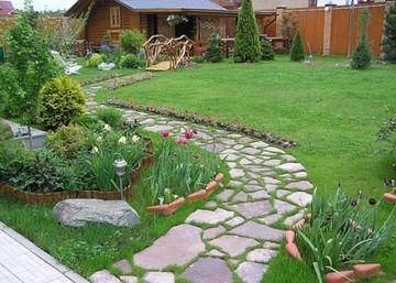 Мощение извилистых дорожек для визуального увеличения сада