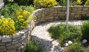 Choose the design of retaining walls, using tricks of landscape design and the original photo examples
