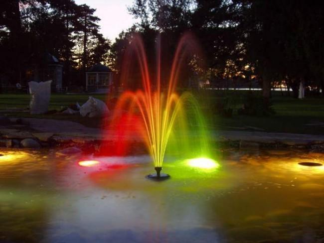 Подсветка фонтана на даче