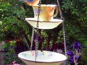 Поилка для птиц из чашки
