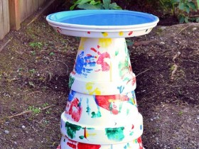 A homemade birdbath from flower pots