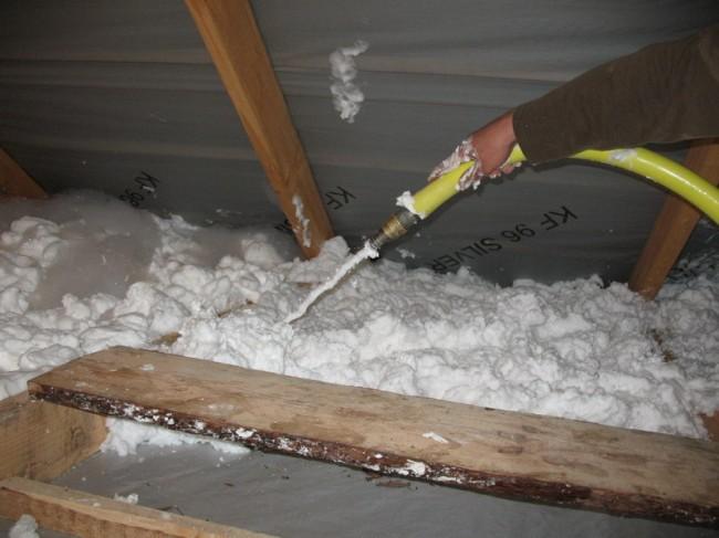 Утепление потолка в бане пеноизолом