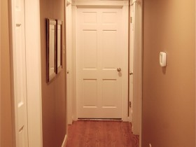Design narrow hallway without furniture