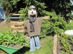 Scarecrow with his own hands