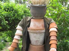 Scarecrow gullar uchun idish dan