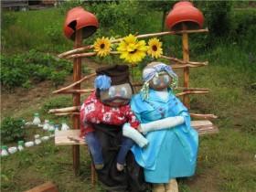 Sitting scarecrows