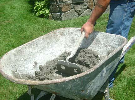 Замешивание цементно-песчаного раствора своими руками