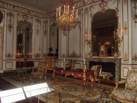 Living room with fireplace Rococo