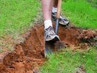 Подготавливаем территорию под укладку газона