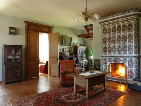 Living room with wood-burning fireplace in the Russian style