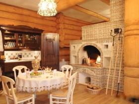 Традиционная русская кухня с печью на дровах