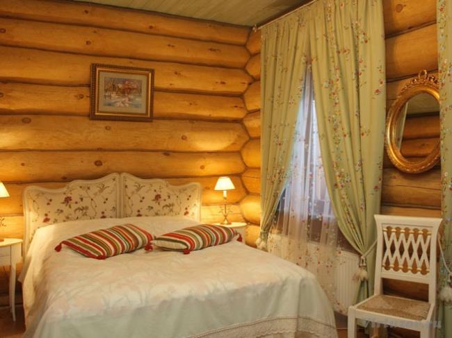Интерьер спальни в деревянном стиле фото