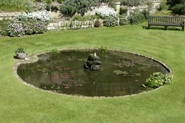 Водоем для сада в стиле хай-тек