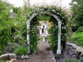 Garden arch, dividing the country into zones