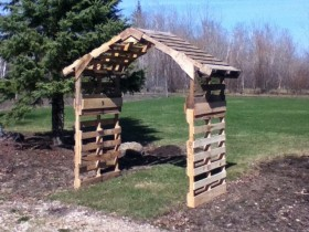 Garden arch made of pallets