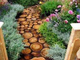 Интересная дорожка в саду из спила