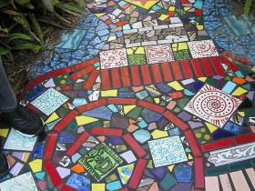 Садовая дорожка из мозаики