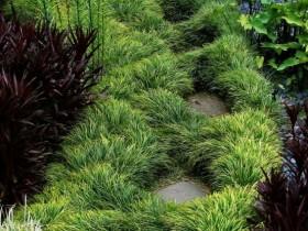 Травяная садовая дорожка с плиткой