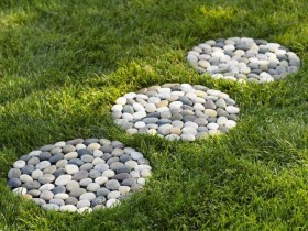 Homemade garden path made of pebbles