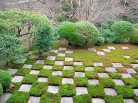 Ідея мощення саду бетонними плитами