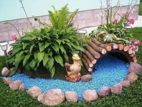 Красивый сухой ручей на даче