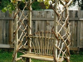 Садовая скамья с перголой
