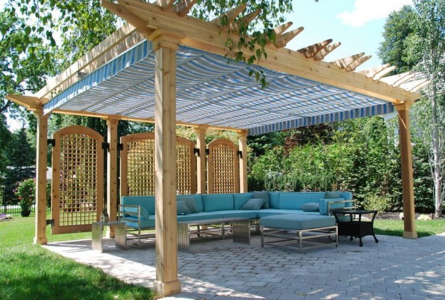 A large wooden pergola in the area of the holiday cottage