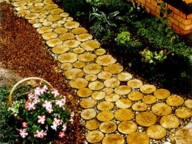 An example of a garden path with your own hands