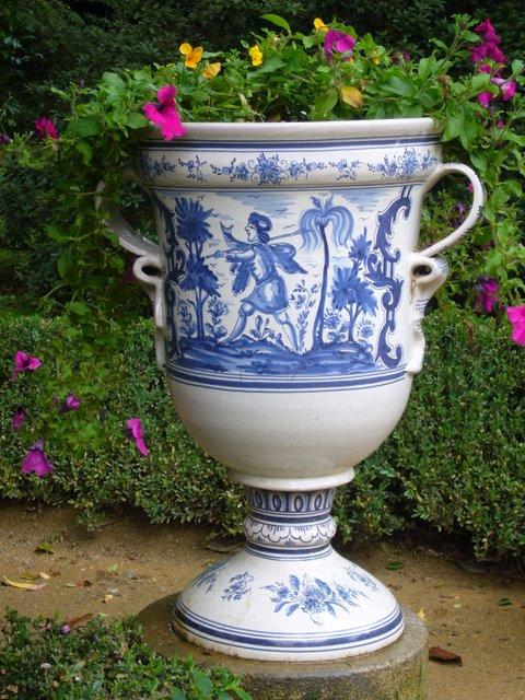 Садовая ваза