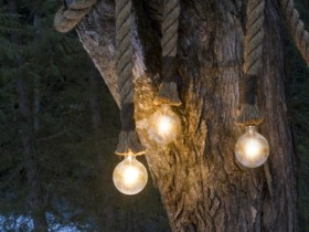 The idea of the pendant lamps in the garden