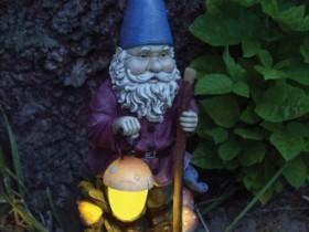 Садовые светильник в виде гномика
