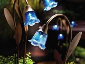 Garden lights in the shape of flowers