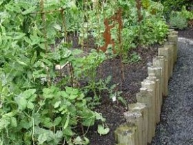 Border for garden beds from logs