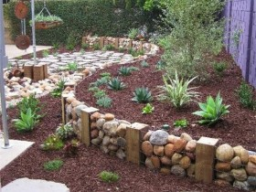 Border for beds of gabions