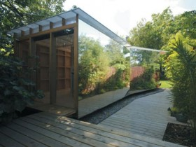 The mirror garden house