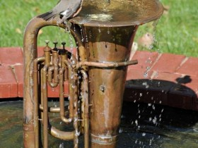 Garden fountain in the form of a musical instrument